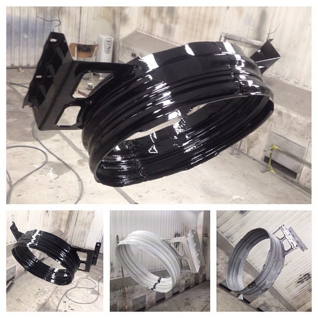 Fanshroud was sandblasted, welded wider and today painted in glossy deep black...
